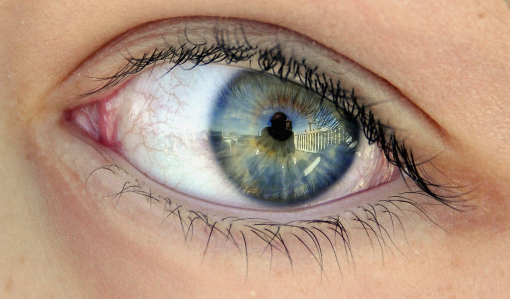 can digital photos catch criminals in eye reflections in